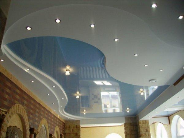 Красивый двухуровневый глянцевый натяжной потолок