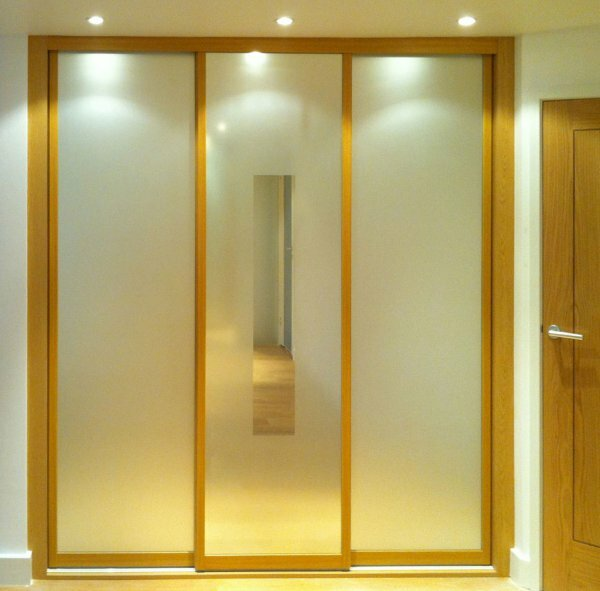 Трехдверный шкаф-купе для узкого коридора