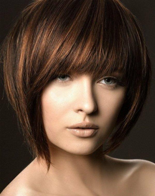 Градуированное каре с удлинением на гладких волосах
