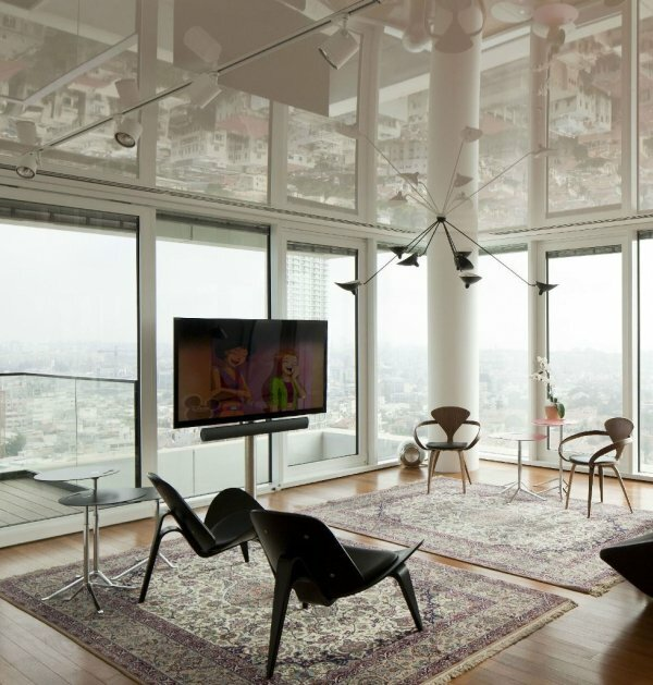 Выбор люстры для натяжного потолка делается с учетом общего стилевого решения интерьера помещения