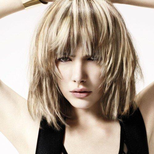 Градуированная каскадная стрижка помогает придать волосам дополнительный объем