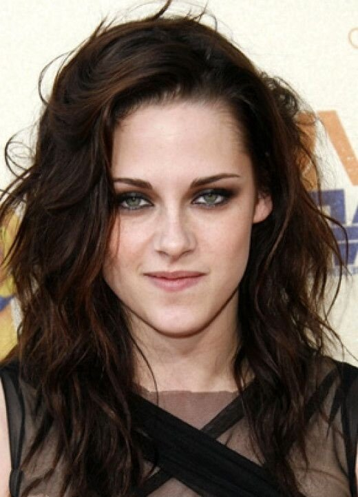 Кристен Стюарт выбрала темно-каштановый цвет для волос