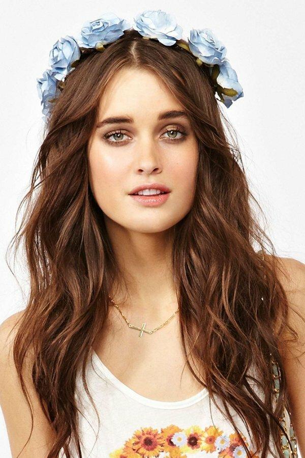 Веночки для волос стали особенно популярными в этом году