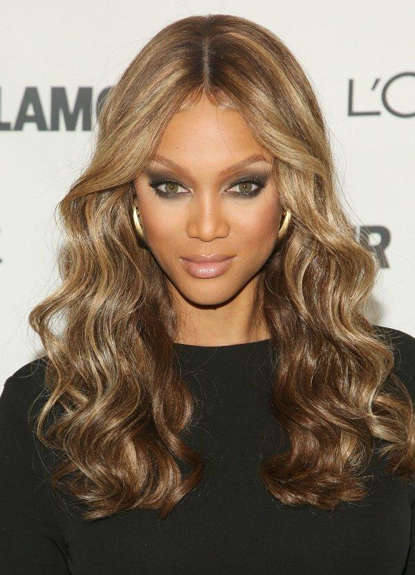 Мелирование золотисто-каштановых волос придает дополнительный объем прическе