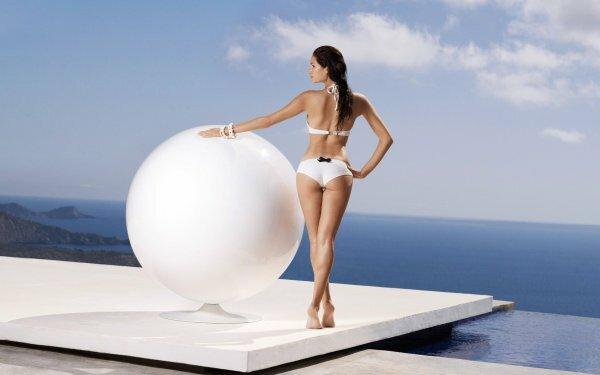 Каждая девушка мечтает о профессиональной фотосессии, модель в купальнике может стать вашим виртуальным «лицом»
