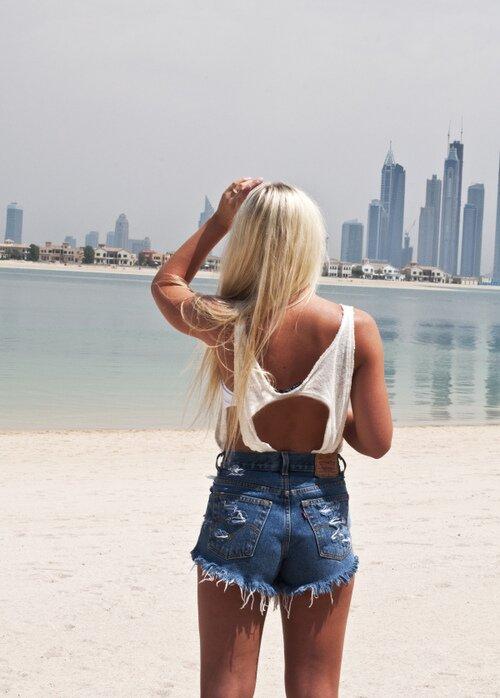 Блондинка на фоне Нью-Йорка – отличный выбор для путешественницы