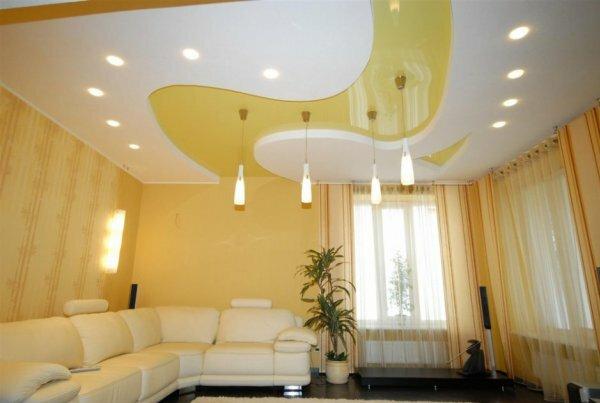 К тому же, сразу обозначим самый большой плюс данных осветительных приборов – они не перегревают натяжной потолок. Их, пожалуй, единственный существенный минус – необходимость частой замены в случае использования галогенных ламп или ламп накаливания. Проблема, кстати, решается сравнительно просто: достаточно установить трансформатор или стабилизатор напряжения в сочетании с 12-вольтными лампами. Или же использовать несколько более дорогие, но практичные и долговечные светодиодные лампы