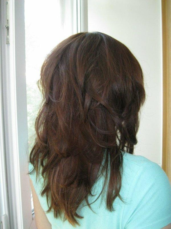 Двойной каскад на густые длинные волосы – вид сзади