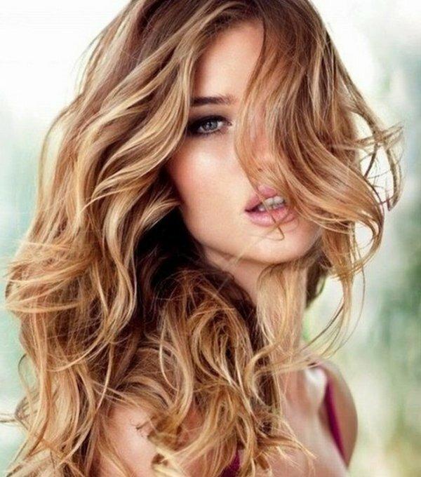 Частое мелирование на русых волосах + летящие локоны