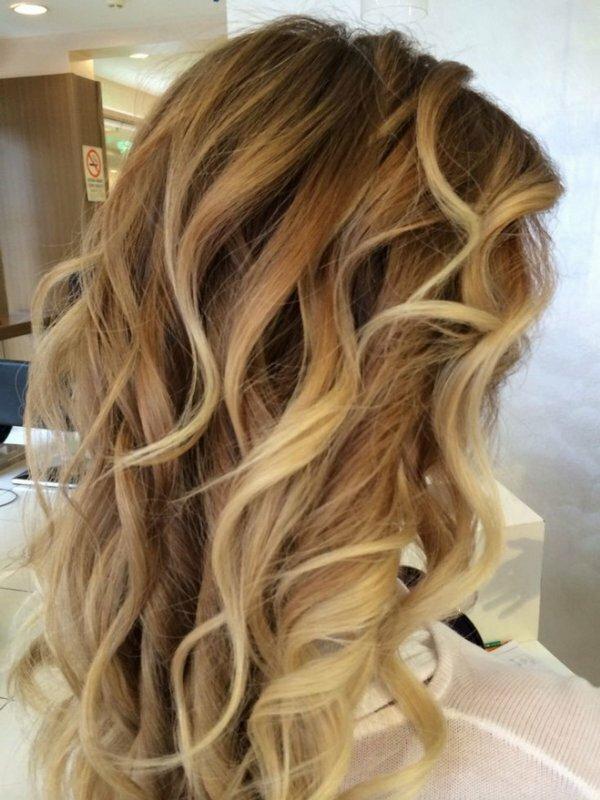 Редкое мелирование на тёмно-русые волосы