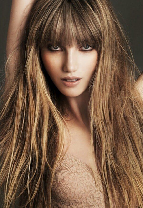 Частое мелирование придаёт великолепный янтарный оттенок русым волосам