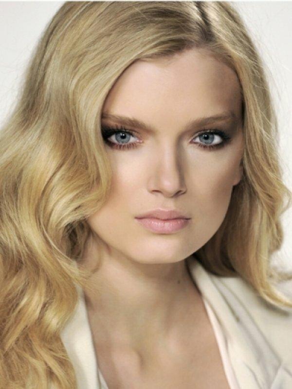 Еще вариант частого мелирования на светло-русые волосы + роскошные локоны