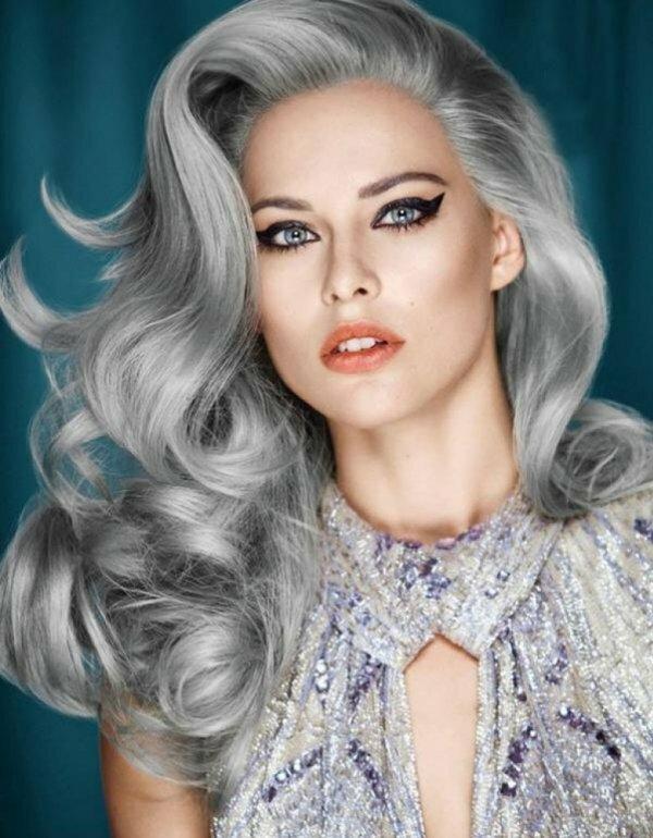 Эффектная платина на светлых волосах тонированием