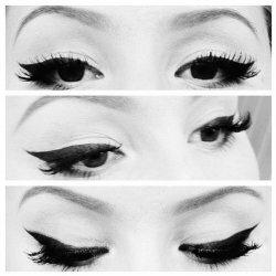 Фото красивого макияжа со стрелками на глазах