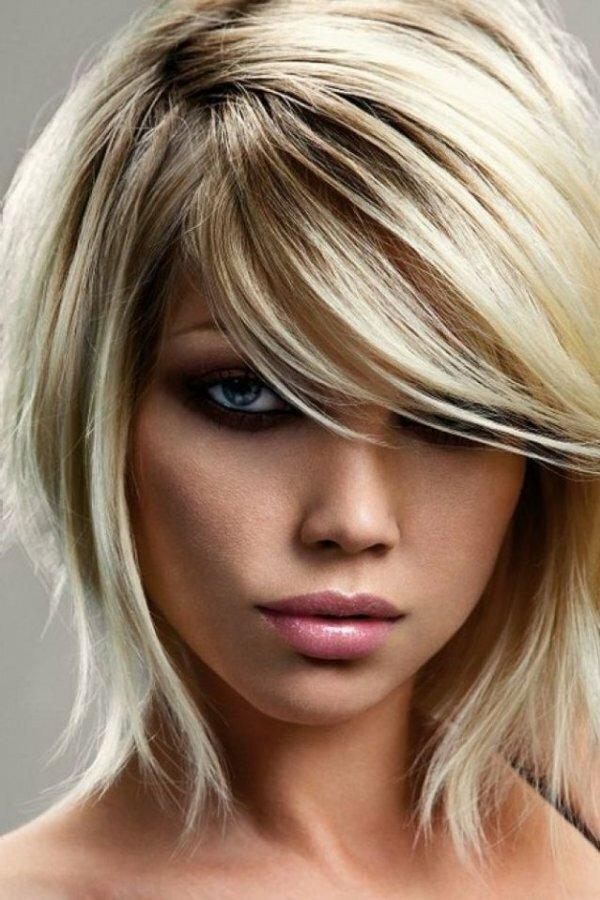 Каре с шапочкой и удлиненной густой челкой на длинные волосы.