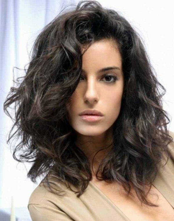 2 варианта объемной стрижки на кудрявые волосы