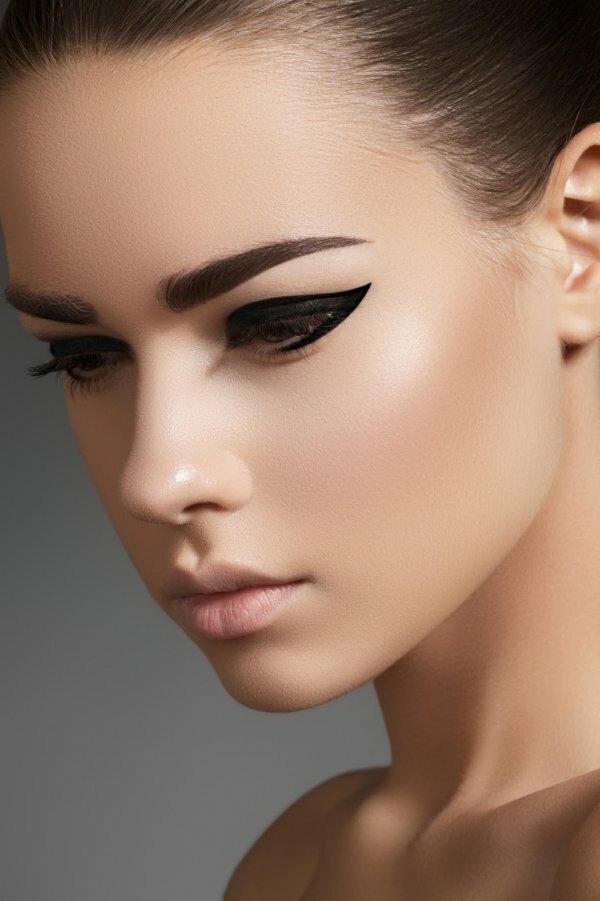 Яркие прямые брови – смелый вариант