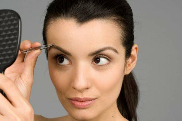 Обладательницы тонких черт лица могут позволить самый смелый изгиб бровей