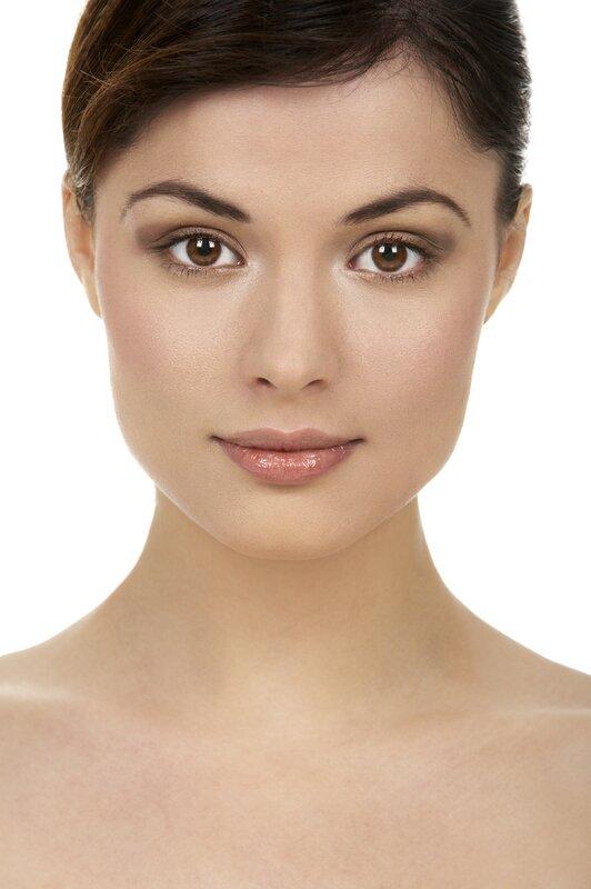 Дугообразные брови средней густоты «облегчат» лицо
