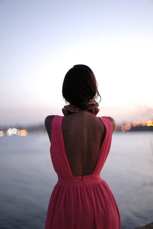 Романтичный закат в эффектном платье