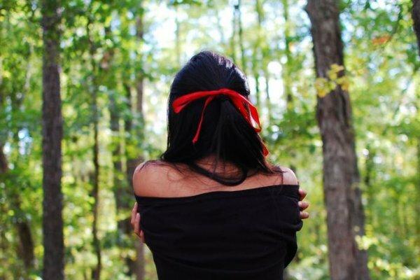 Яркая испанка в лесу!