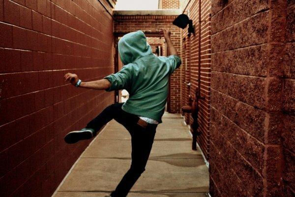 Танцующий на улице