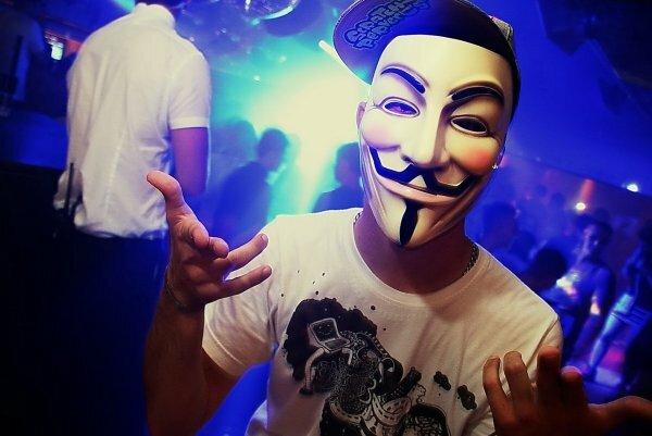 Анонимус в крутом клубе!