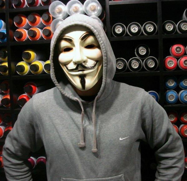 Анонимус в капюшоне