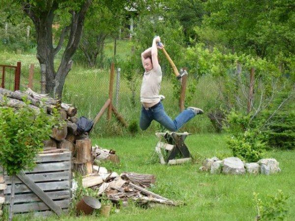 Вот так надо колоть дрова!