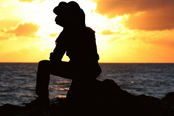 Грустный одинокий романтик