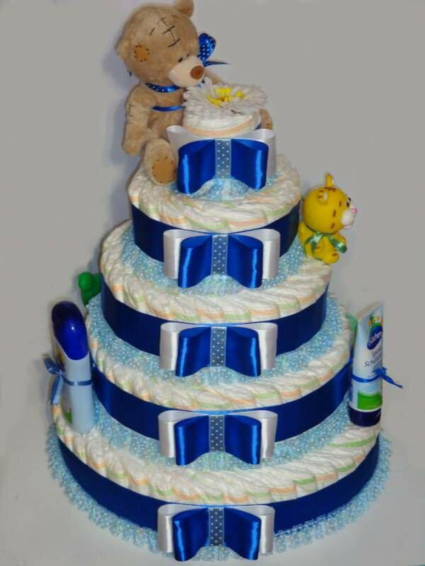 Торт из памперсов с игрушечными мишками – подарок новорожденному