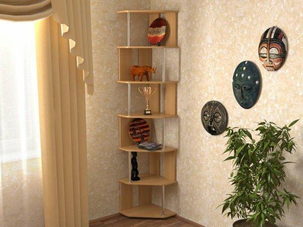 На маленькой кухне угловые полки могут стать реальной альтернативой навесным шкафчикам, одновременно экономя место и облегчая доступ к необходимой кухонной утвари