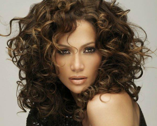 Классическое «зональное» брондирование на кудрявые волосы