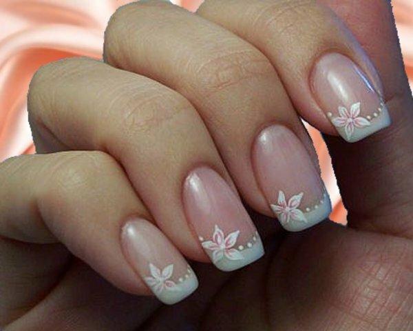 Традиционный цветочный маникюр