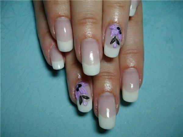 Сиреневые объемные цветы + белый френч