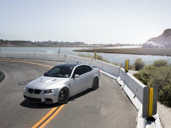 Серебристый BMW