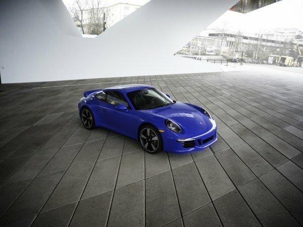 Ультарамариновый Porsche Club Coupe