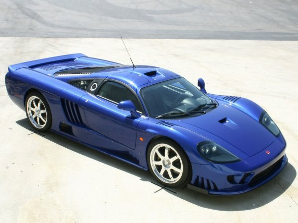 Яркий Saleen S7 Twin-Turbo