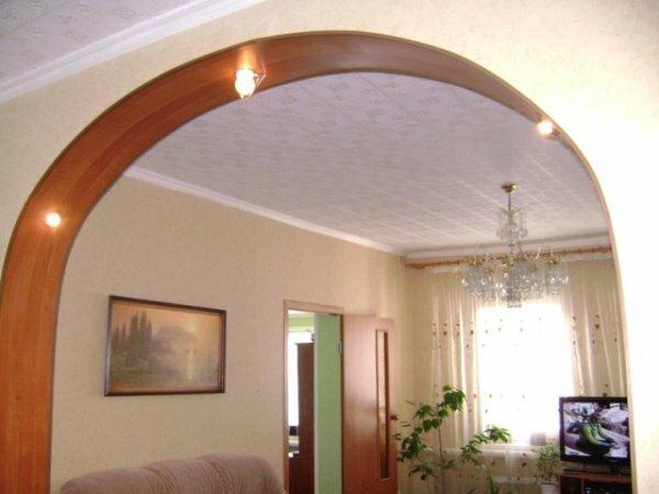 Широкая классическая арка с подсветкой