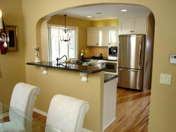 Зонирующая асимметричная арка в кухню