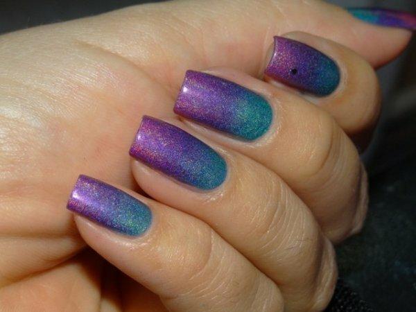 «Мозаичный» фиолетово-красный градиент