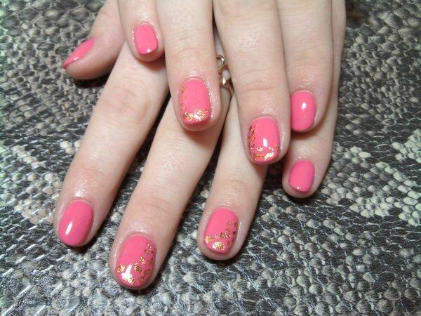 Стильный розовый и блестящие капельки фольги