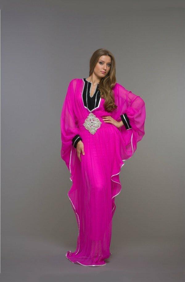 Роскошное черно-розовое с серебряным шитьем