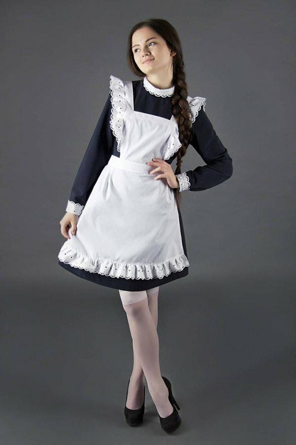Классическое платье с круглым воротником и белым фартуком