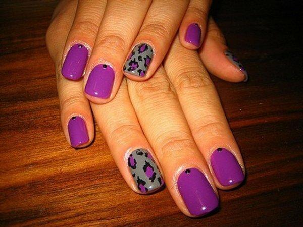 Фиолетовые вкрапления и черные стразы