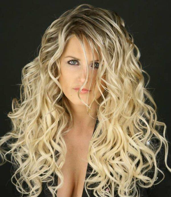 Необычная лесенка на волнистые волосы