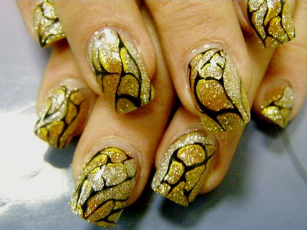 Золотые переливы и тончайшая роспись