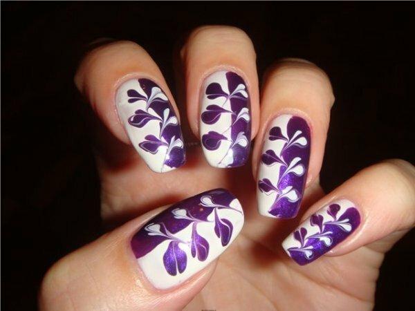 Фиолетово-белый водный дизайн