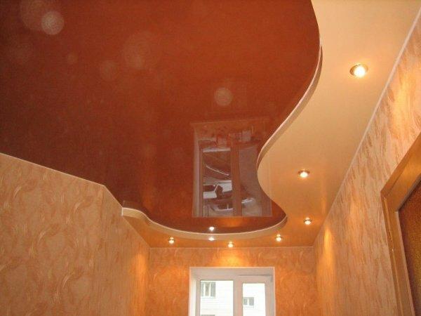 Хотите визуально удлинить комнату – многоуровневый потолок, выполненный в форме волны, ‒лучшее решение