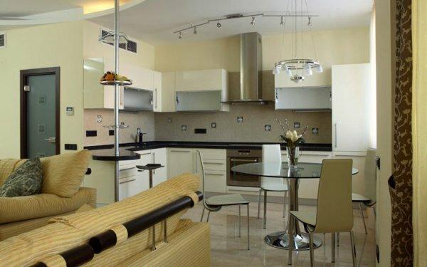 В кухне-студии с барной стойкой можно хорошо провести время с друзьями